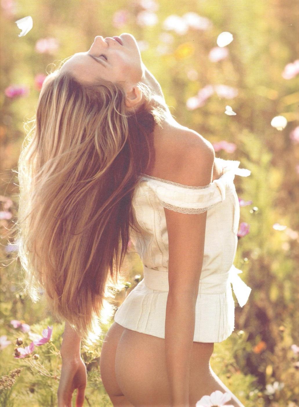 Фото девушка сзади кудрявая 18 фотография